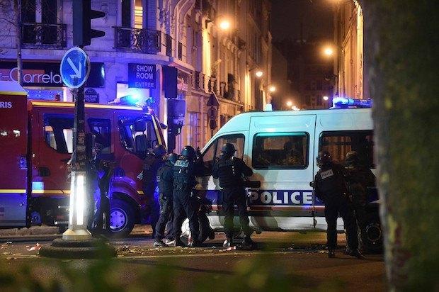 56466deb2e45b В результате терактов в Париже погибло более 150 человек