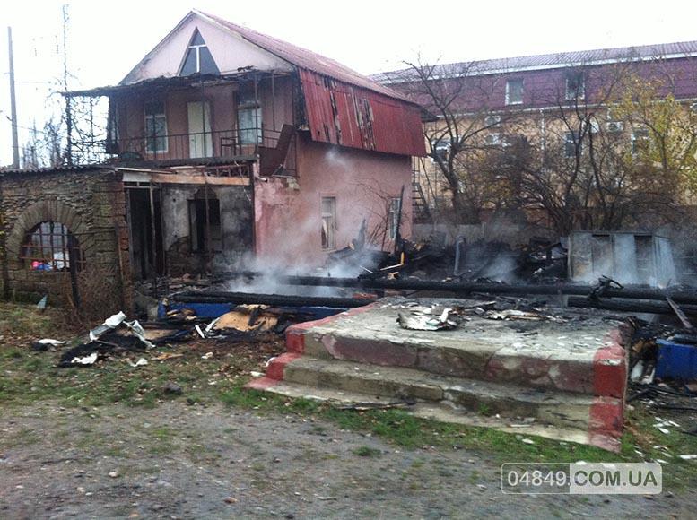 5657fd7d1473b В Затоке пожар полностью уничтожил здание аптеки (фото)