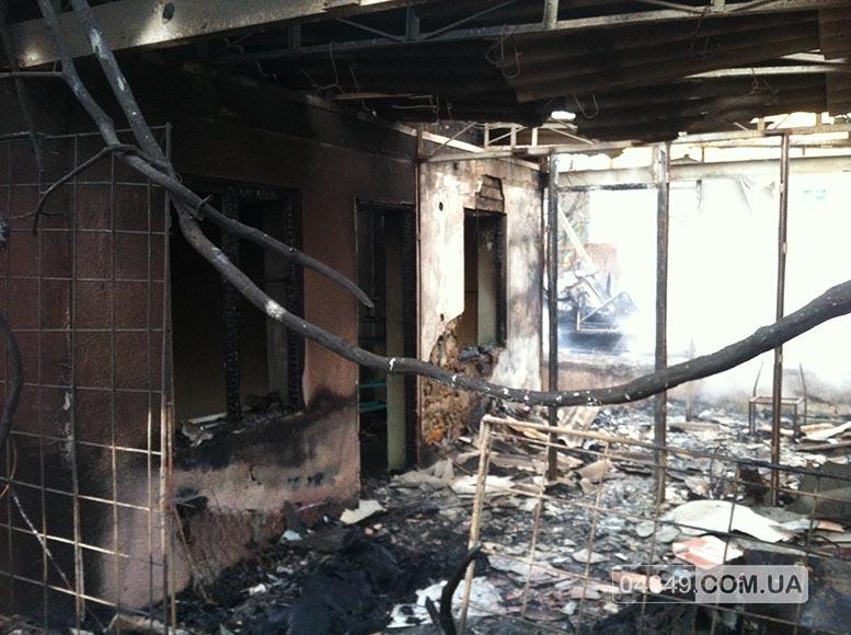 5657fd7fa6a12 В Затоке пожар полностью уничтожил здание аптеки (фото)