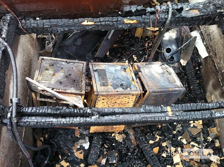 В Затоке пожар полностью уничтожил здание аптеки (фото)