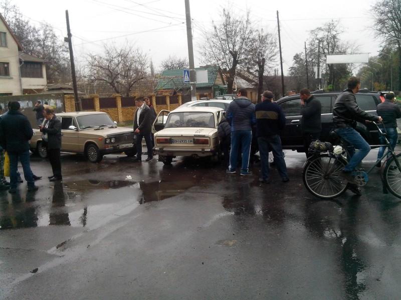 Ggvd4MtoDaU-e1448728049411 Цепная реакция на дорогах Измаила: в массовой аварии пострадали 4 машины