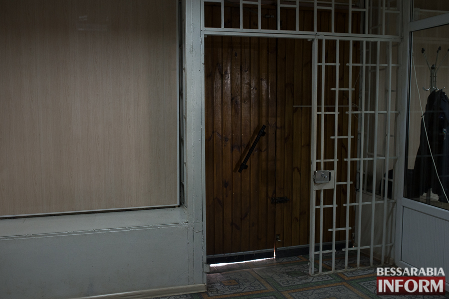 Со входа в Измаильское отделение полиции убрали решетку (фото)