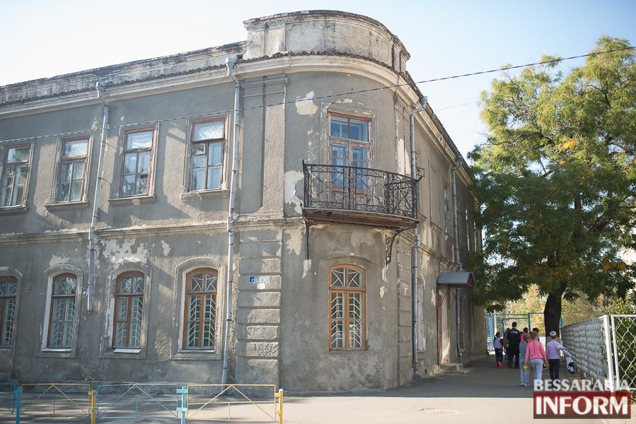 """SME_2713 Ужасы нашего городка: в Измаиле стремительно растет количество """"умирающих"""" зданий (фото)"""