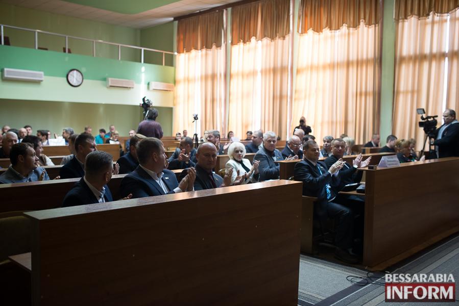 SME_6600 Сессия Измаильского горсовета: депутаты поделили портфели и оказали материальную помощь заместителям мэра