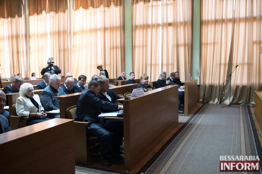 SME_6604 Сессия Измаильского горсовета: депутаты поделили портфели и оказали материальную помощь заместителям мэра