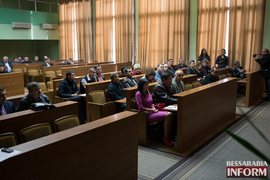 SME_6904 Депутаты Измаильского райсовета разделились на фракции и создали постоянные комиссии
