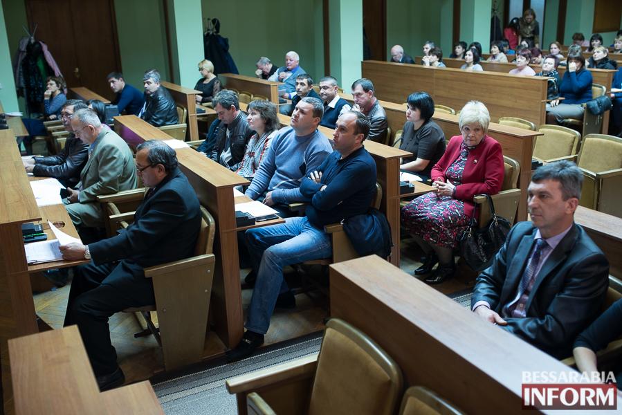 SME_6957 Депутаты Измаильского райсовета разделились на фракции и создали постоянные комиссии