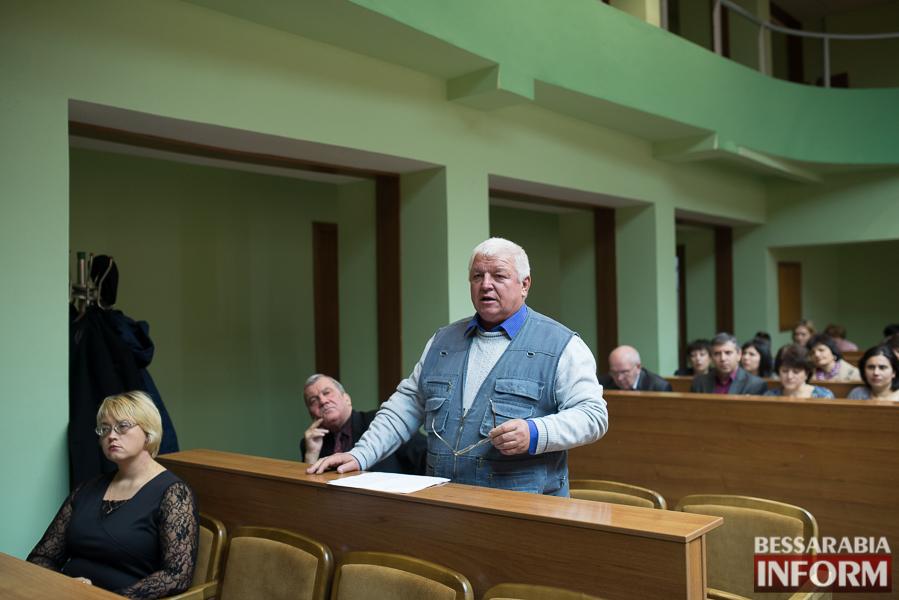 Депутаты Измаильского райсовета разделились на фракции и создали постоянные комиссии