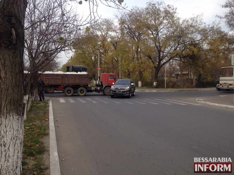T0KLY1esWao В Измаиле КАМАЗ протаранил Toyota Land Cruiser (ФОТО)