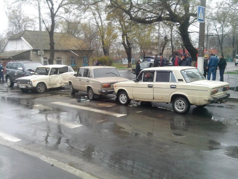 Цепная реакция на дорогах Измаила: в массовой аварии пострадали 4 машины