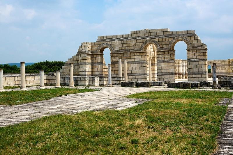 fs1000x800px-Great_Basilica_of_Pliska_1 В Арцизе строят храм, не имеющий аналогов на территории Украины