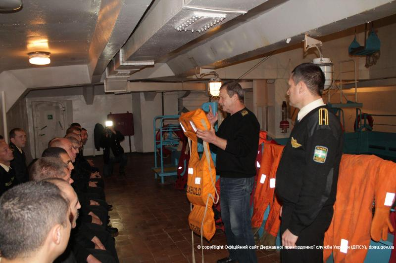 news_20151130_122542_1448879142 Измаильские моряки-пограничники прошли обучение по спасению человеческой жизни на воде (фото)