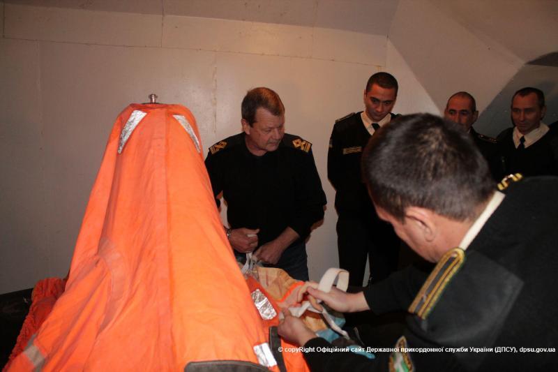 news_20151130_122548_1448879148 Измаильские моряки-пограничники прошли обучение по спасению человеческой жизни на воде (фото)
