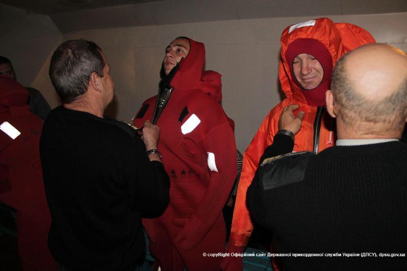 news_20151130_122556_1448879156 Измаильские моряки-пограничники прошли обучение по спасению человеческой жизни на воде (фото)
