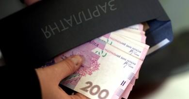 Рост минимальной зарплаты в следующем году до 6,5 тыс грн хотят перенести с июля на декабрь