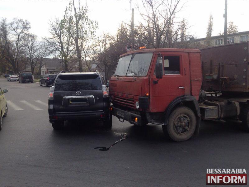 wZ5-Z99lDi8 В Измаиле КАМАЗ протаранил Toyota Land Cruiser (ФОТО)