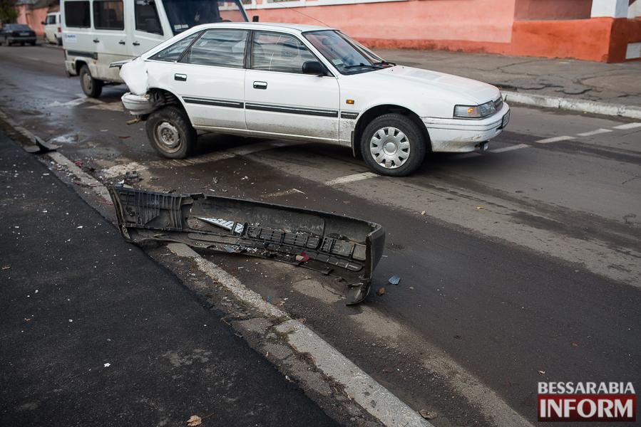 10 ДТП в Измаиле: Ауди на скорости протаранила стоявшую на светофоре Мазду (ФОТО)
