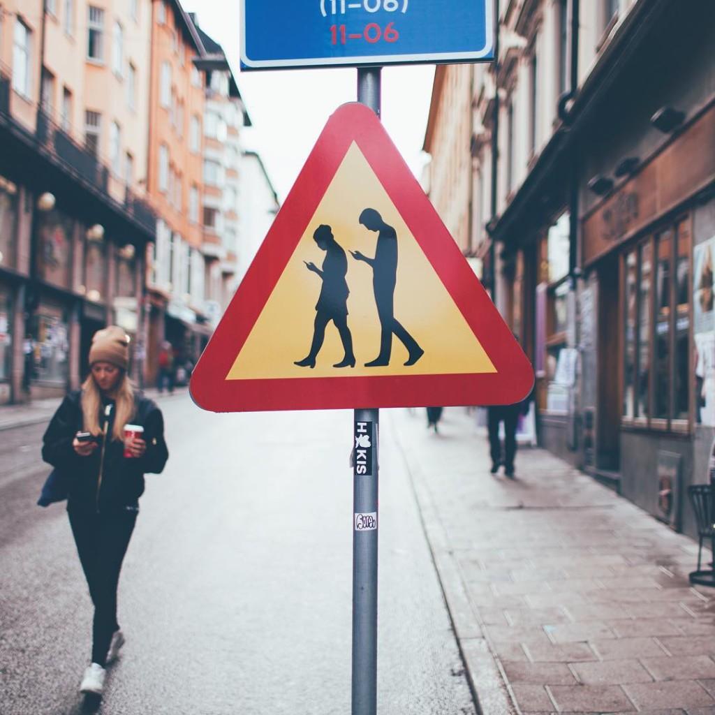 1e3b58ea475c61-1024x1024 В Болграде установлен необычный дорожный знак (ФОТО)