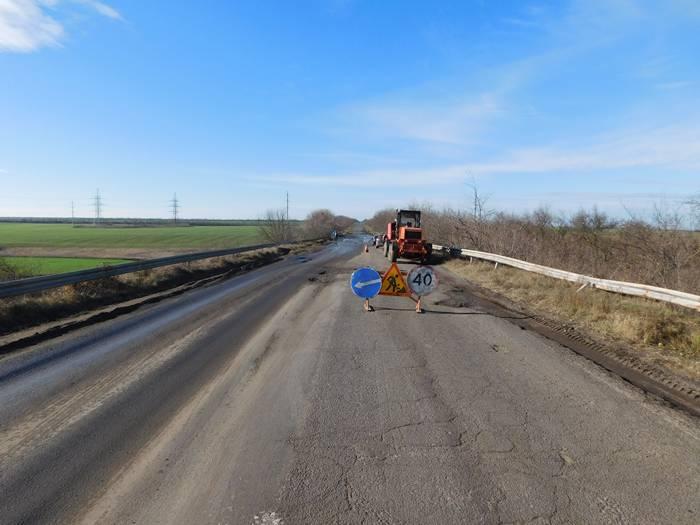 Один из самых аварийных участков трассы Одесса-Рени начали ремонтировать