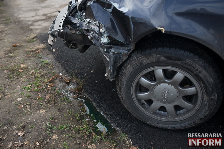 3 ДТП в Измаиле: Ауди на скорости протаранила стоявшую на светофоре Мазду (ФОТО)
