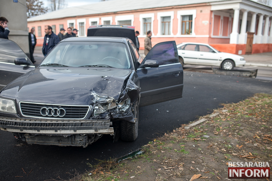 5 ДТП в Измаиле: Ауди на скорости протаранила стоявшую на светофоре Мазду (ФОТО)