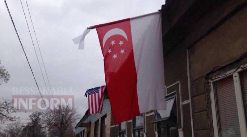 В Измаиле на флаг США повязали черную ленту (ФОТО)