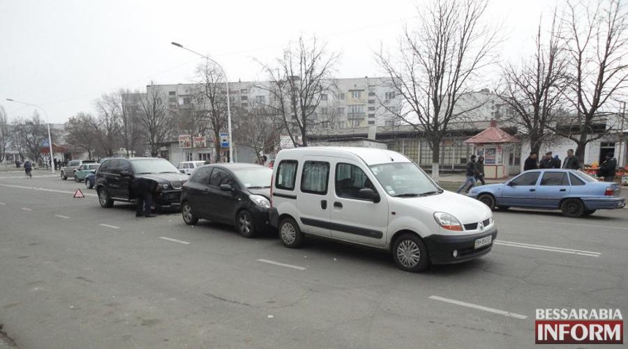 """Q2sJeGjKK9M ДТП в Измаиле: """"паровозик"""" на Росинке (ФОТО)"""