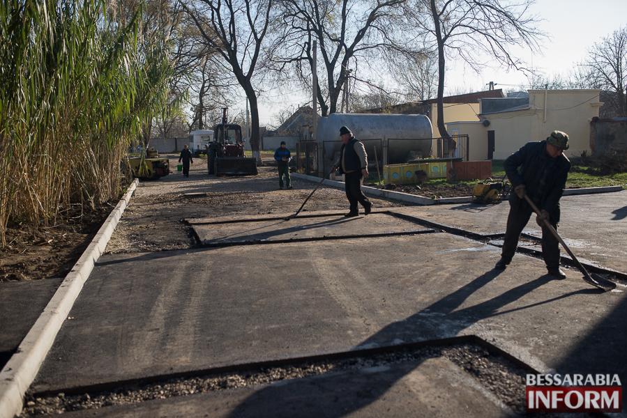 SME_2827 Измаил: территорию городской больницы закатали в асфальт (фото)