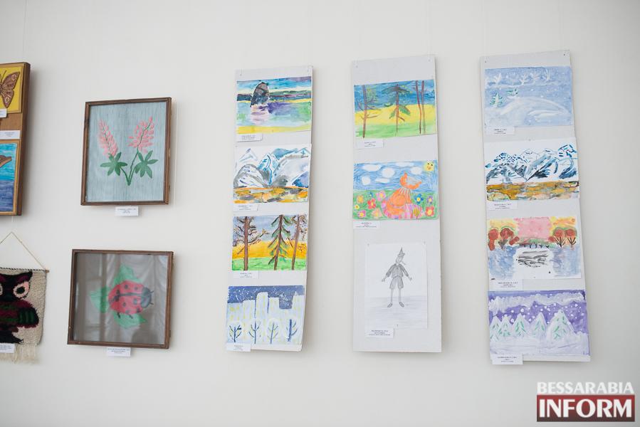 """SME_2964 Измаил: выставка работ """"особых"""" детей (фоторепортаж)"""