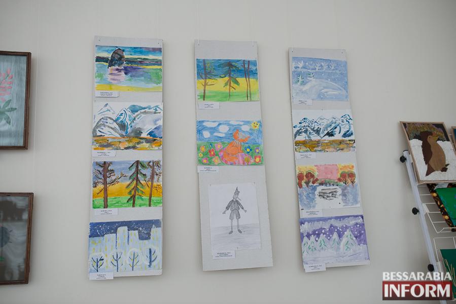 """SME_2975 Измаил: выставка работ """"особых"""" детей (фоторепортаж)"""