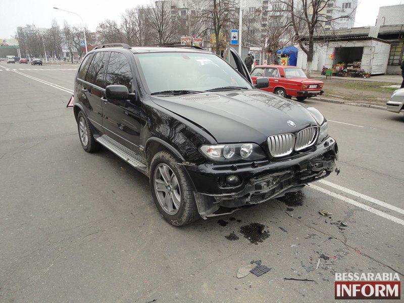 """Zy1N_v78iws ДТП в Измаиле: """"паровозик"""" на Росинке (ФОТО)"""