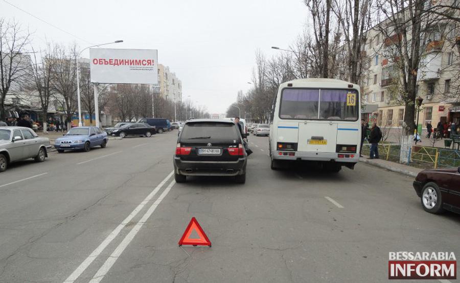 """ДТП в Измаиле: """"паровозик"""" на Росинке (ФОТО)"""