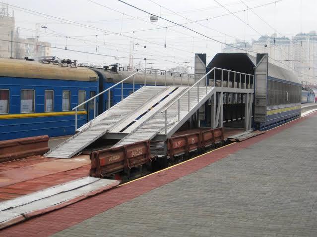 733a3274-5205-49fa-bbb2-c7df292b7dd7 Из Одессы начал ходить пассажирский вагон-автомобилевоз (фото)