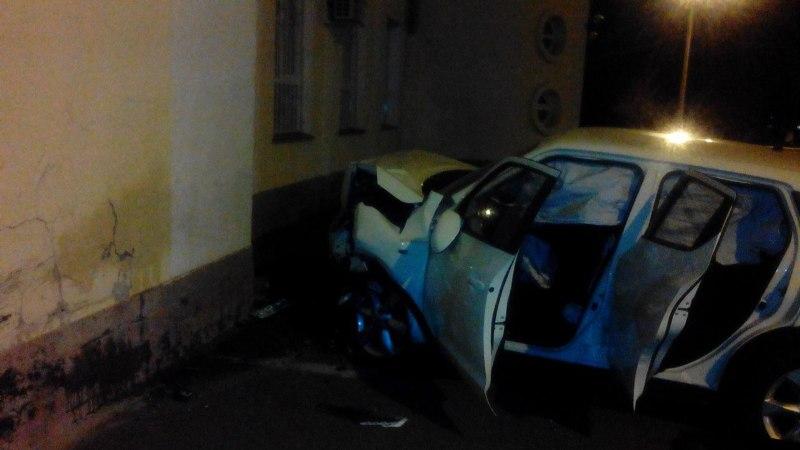 GjrrejJy978 ДТП в Измаиле: здание ж/д вокзала протаранил Nissan Juke (фото)
