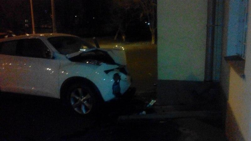 LO2zn89tzAs ДТП в Измаиле: здание ж/д вокзала протаранил Nissan Juke (фото)