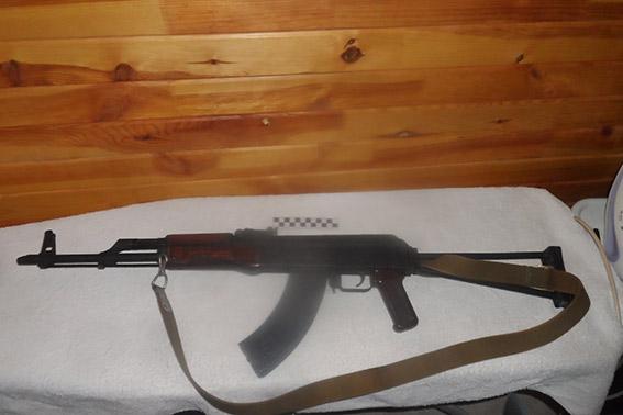 """PM560image004 Житель Бессарабии """"попался"""" на хранении оружия и наркотиков (фото)"""