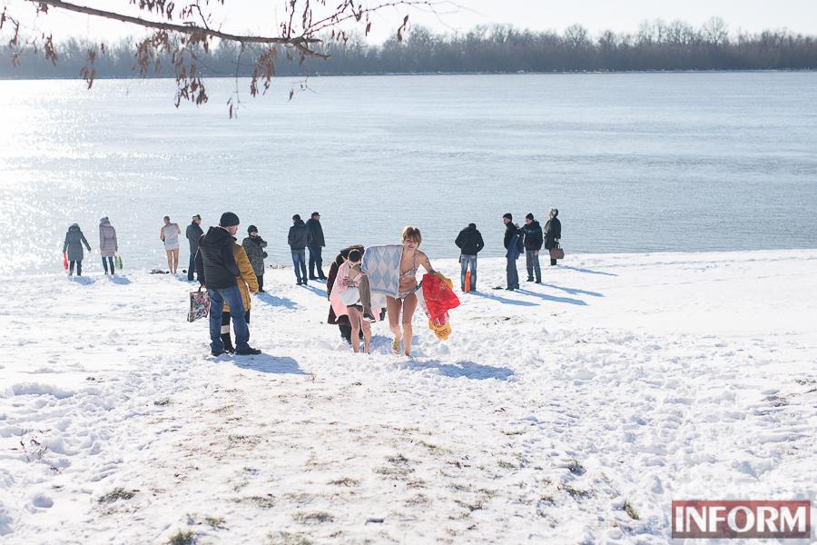 SME_0175 На Крещение измаильчане массово купались в Дунае (фоторепортаж)
