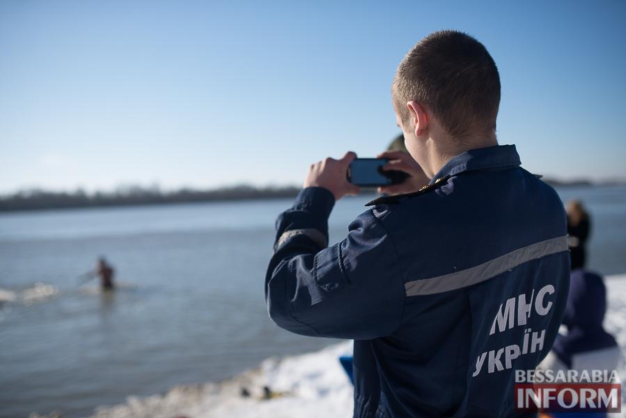 SME_0200 На Крещение измаильчане массово купались в Дунае (фоторепортаж)