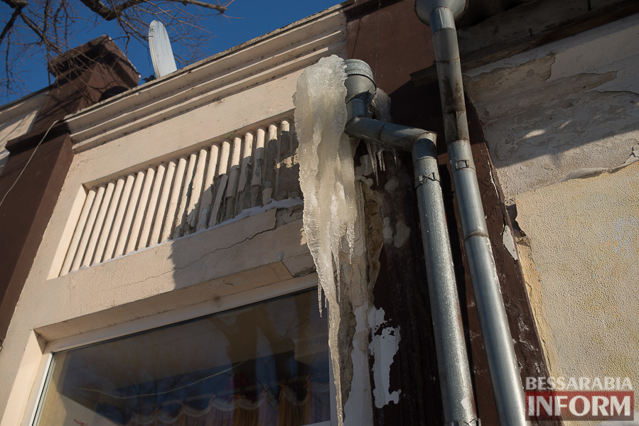 SME_1770-1 Измаил: сосульки на крышах - угроза для жизни (фото)