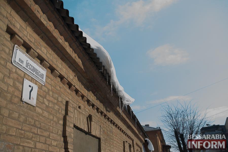 SME_1942 Измаил: сосульки на крышах - угроза для жизни (фото)