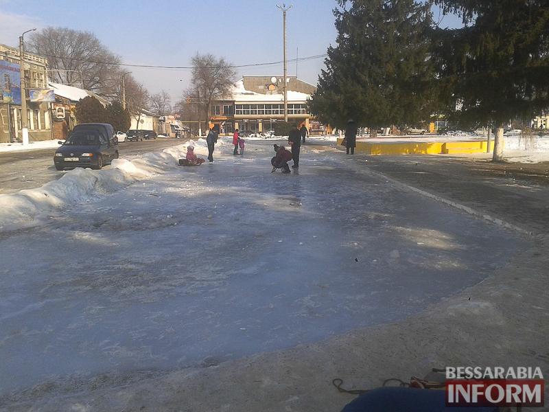 В центре Рени появился ледовый каток (фото)