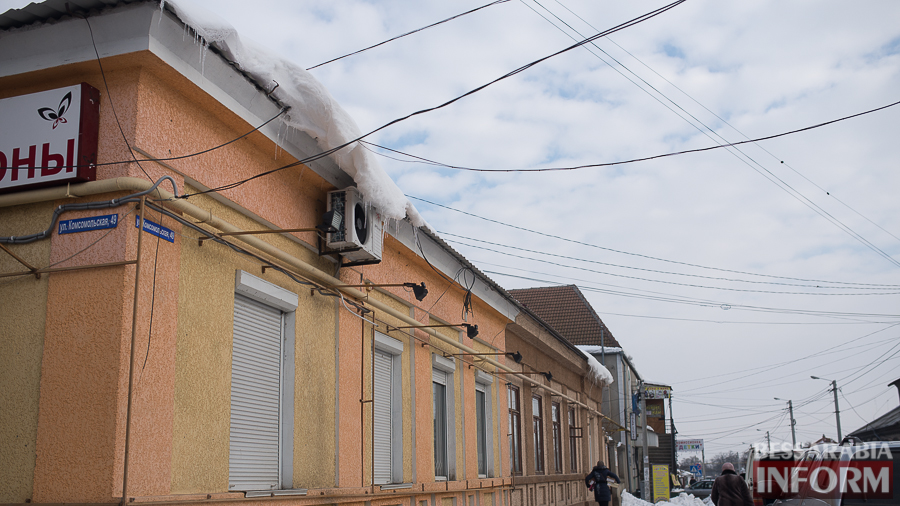 miniatyura-19 Измаил: сосульки на крышах - угроза для жизни (фото)