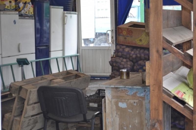 04 В Аккермане ликвидируют нелегальные киоски (фото)