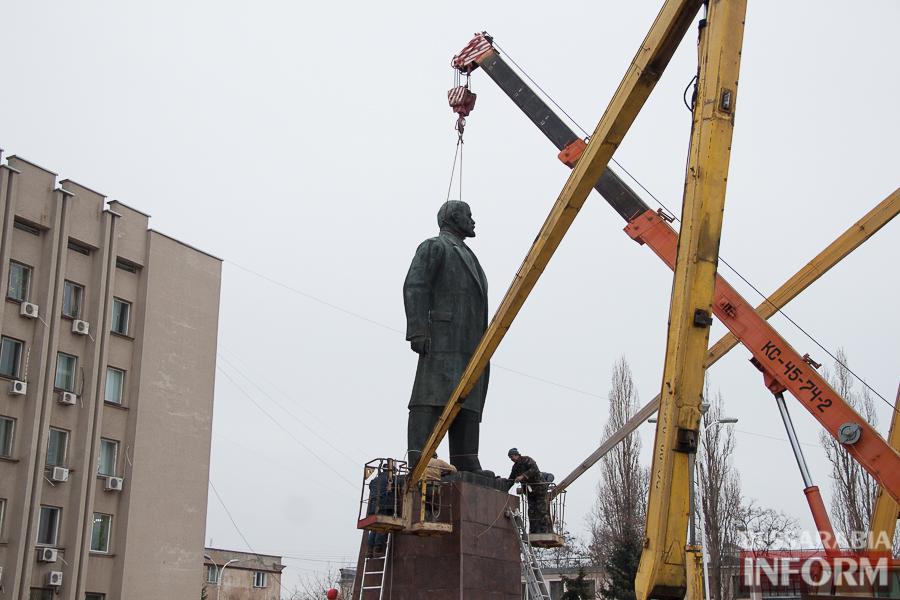 IMG_9887 Гудбай, Ильич, гудбай - в Измаиле демонтируют памятник Ленину (ФОТО)