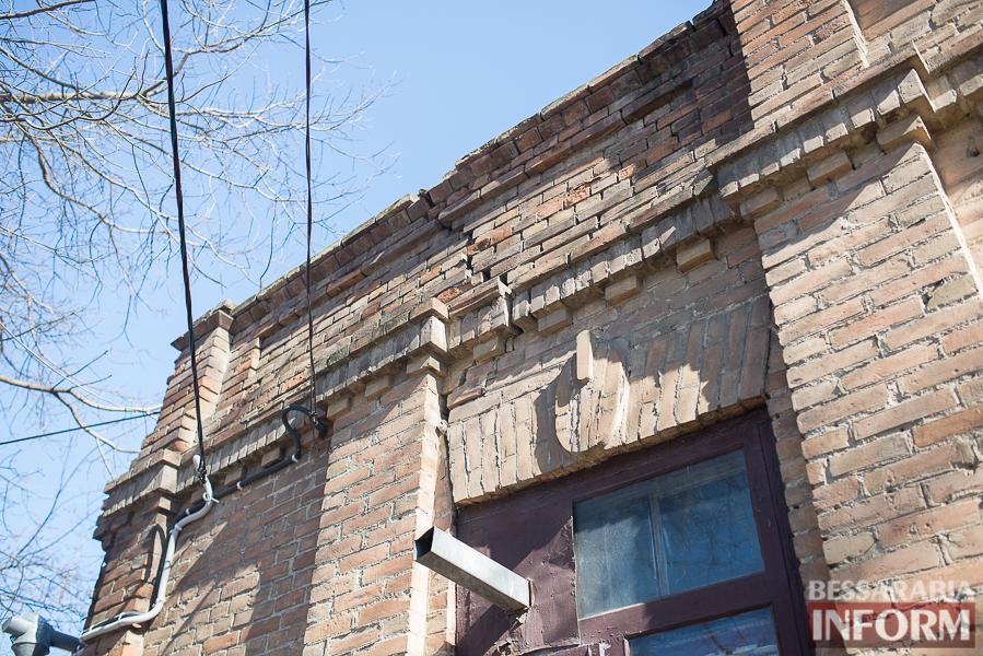 SME_8038 Измаил: аварийный дом в центре города может заживо похоронить двух пенсионеров