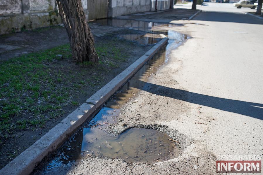Измаил: сточные воды загрязняют улицу Дмитриевскую (фотофакт)