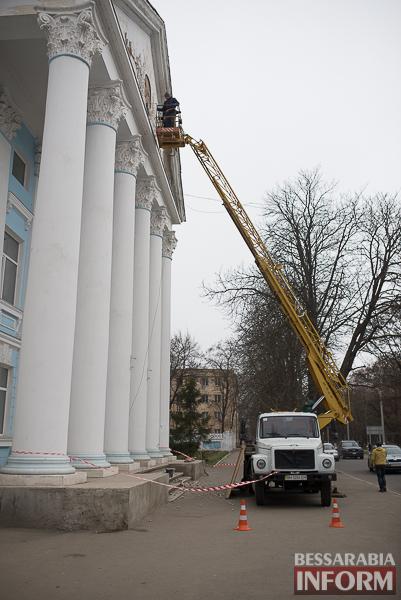 SME_8768 Со здания Измаильского техникума убрали советскую символику (фото)