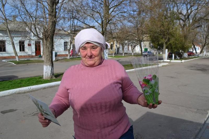 12801456_573123819504018_2365455489640651019_n-e1457512667791 Поздравления и цветы прохожим женщинам - от бравых ребят из Килийской варты (фоторепортаж)