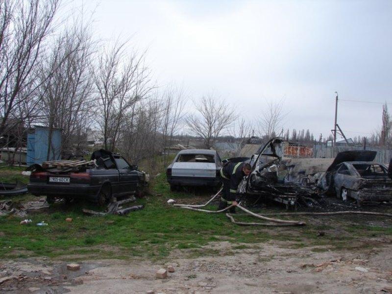 """1458393730_31xirahjbbs В Измаиле сгорел """"домик на колесах"""" и легковой автомобиль  (фото)"""
