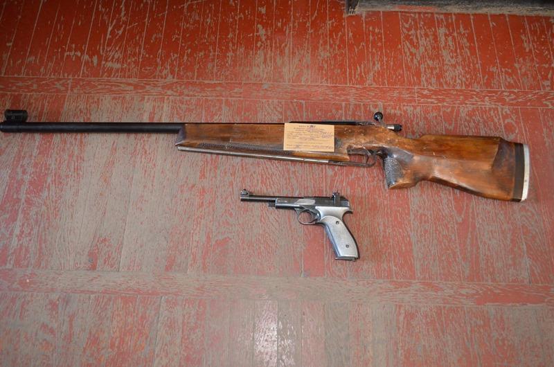 Жители Бессарабии активно сдают правоохранителям оружие (фото)